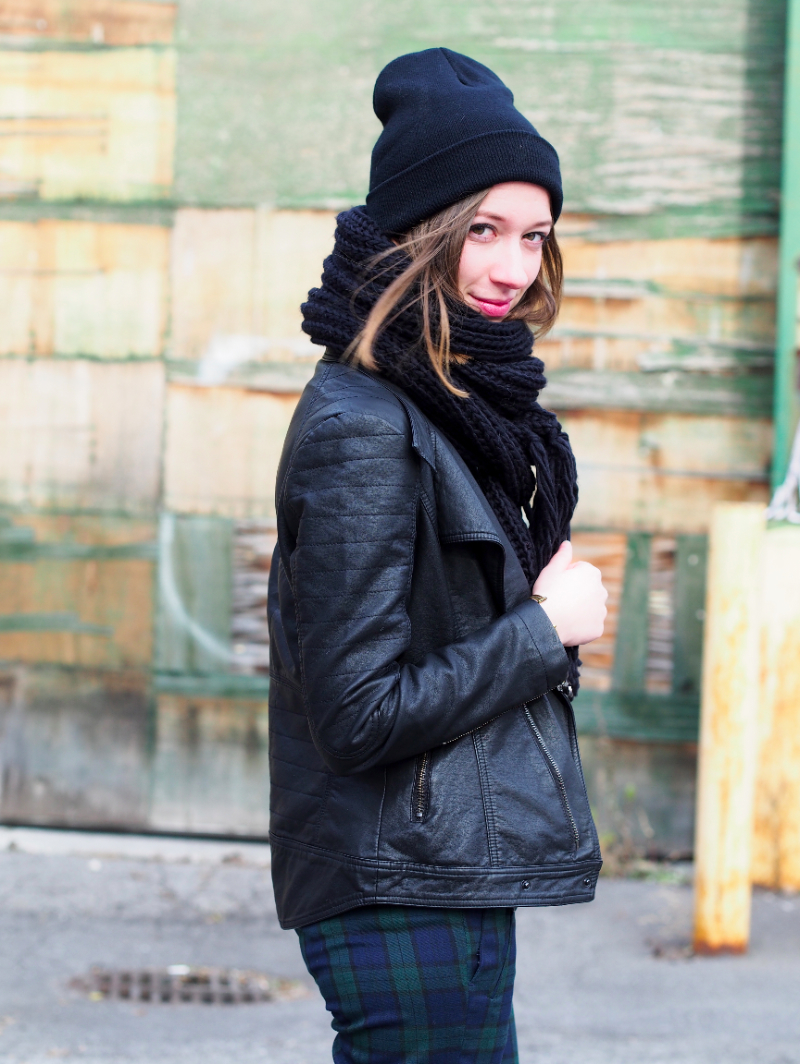 all black and plaid outfit post