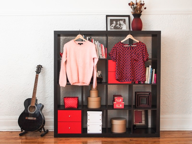 Home decor inspiration red and white library. blogger home tour.