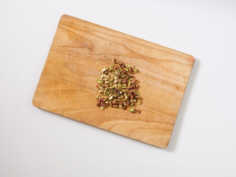 Chop the pistachio for the topping