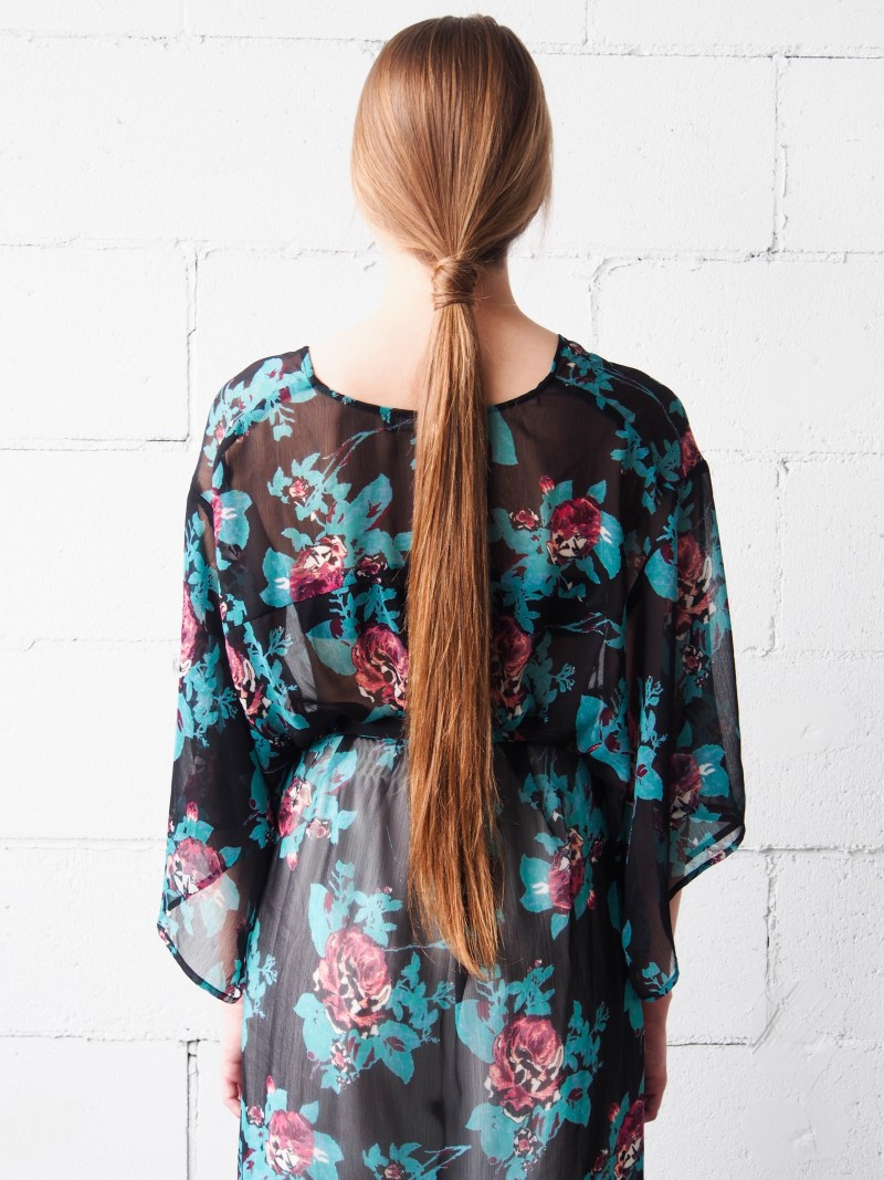 roll around ponytail hairstyle