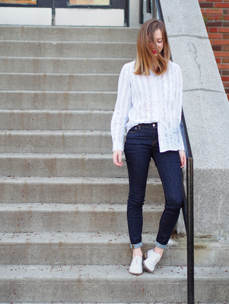 Outfit post smart set shirt, Aritzia jeans, Solective shoes.