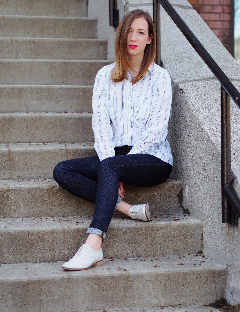 dentelleetfleurs.com smart set shirt. Aritzia jeans. Solective shoes.