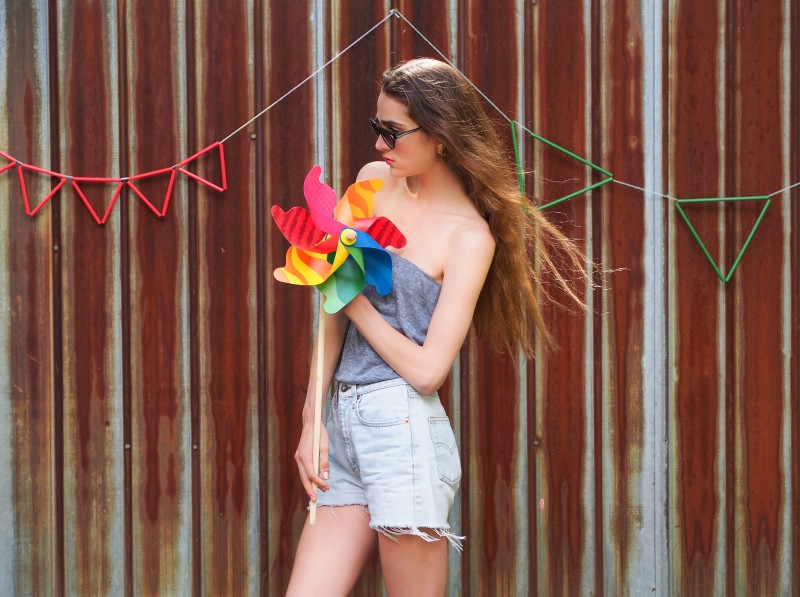 Dentelle&Fleurs summer editorial. Levis Vintage short (model: Eve Bastien)