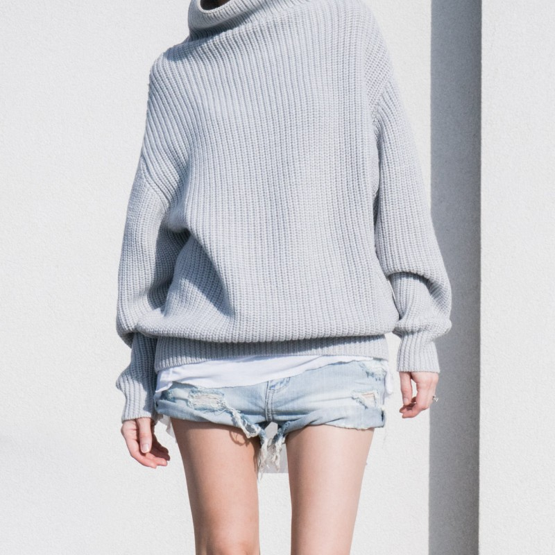 minimalism outfit gray sweater