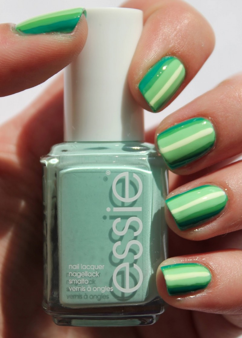 ongles verts nail art lignes