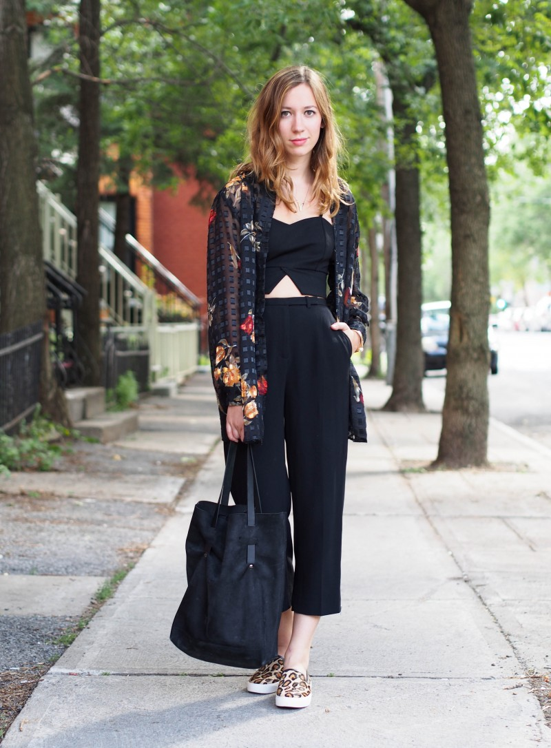 Croptop during Fall. All black outfit with sam edelman shoes