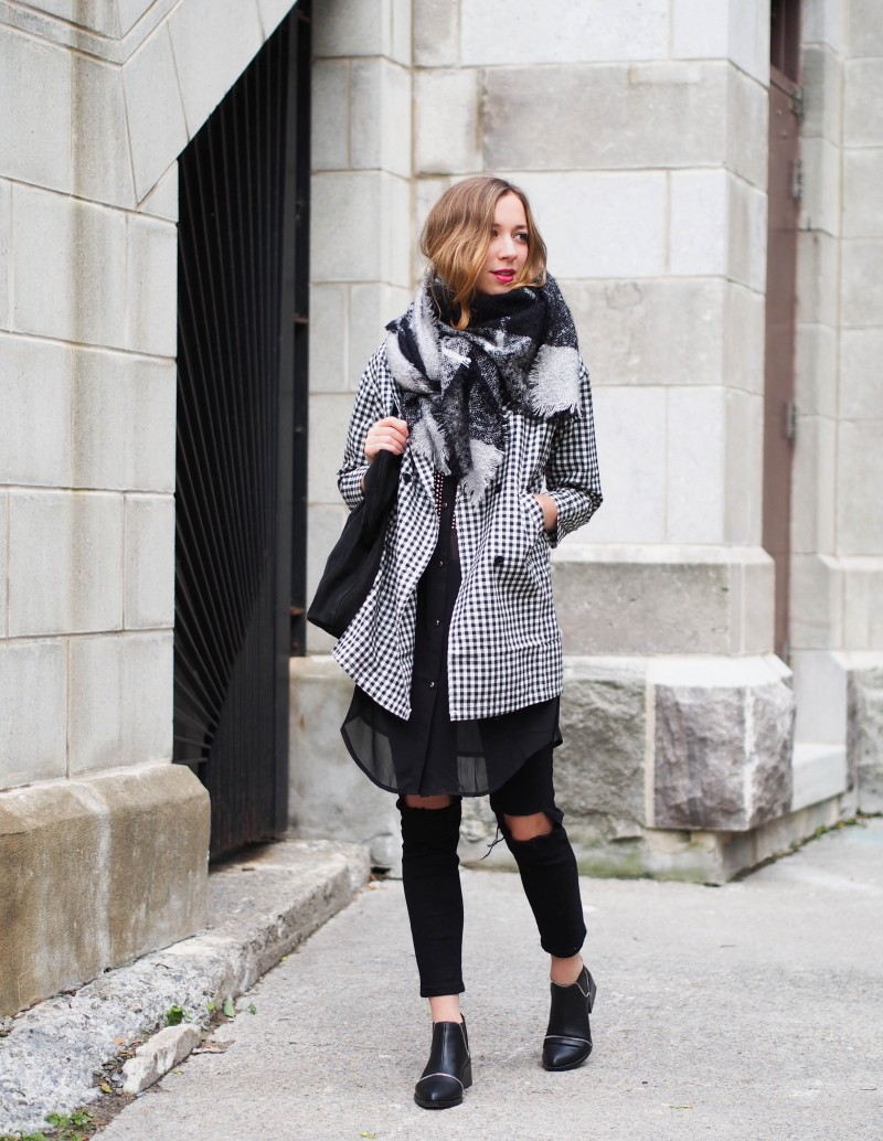 Grey and black Fall outfit on dentelleetfleurs.com #fall #outfit