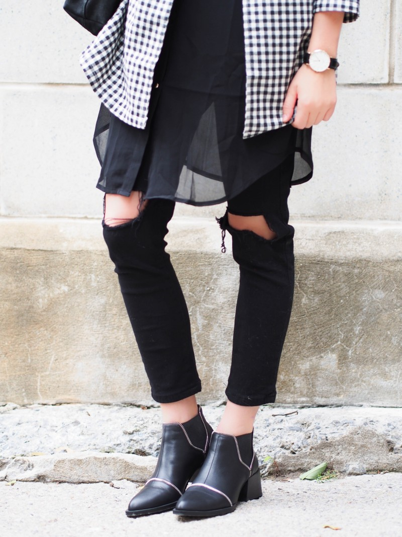 Senso boots, ripped black jeans and layering from dentelleetfleurs.com