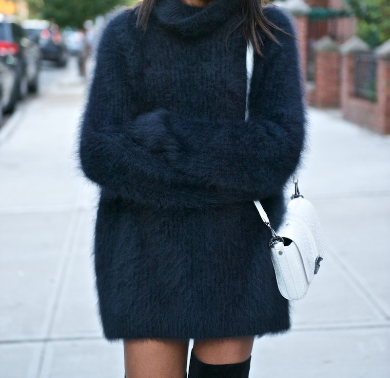 blue fluffy oversized sweater fall look