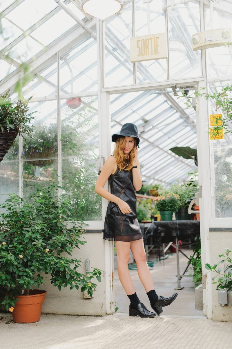 outfit post in green house on dentelleetfleurs.com