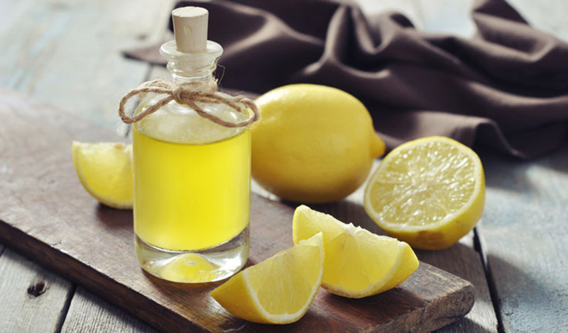 How to prepare a lemon solution to reduce oily skin