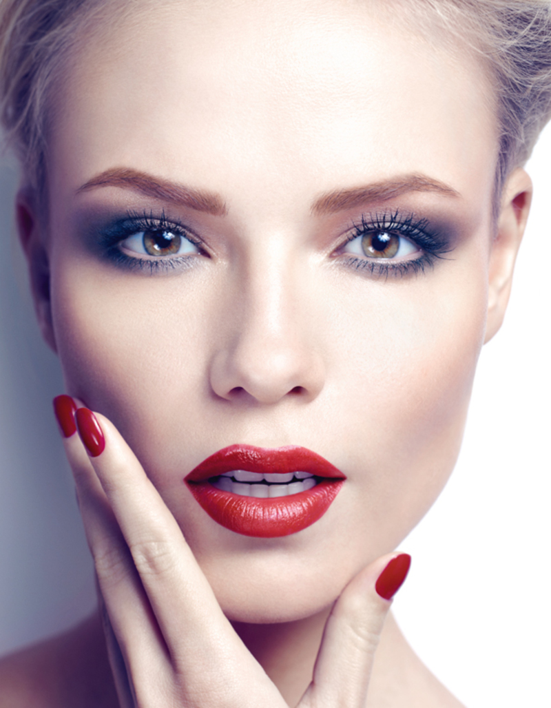 classic red makeup idea christmas
