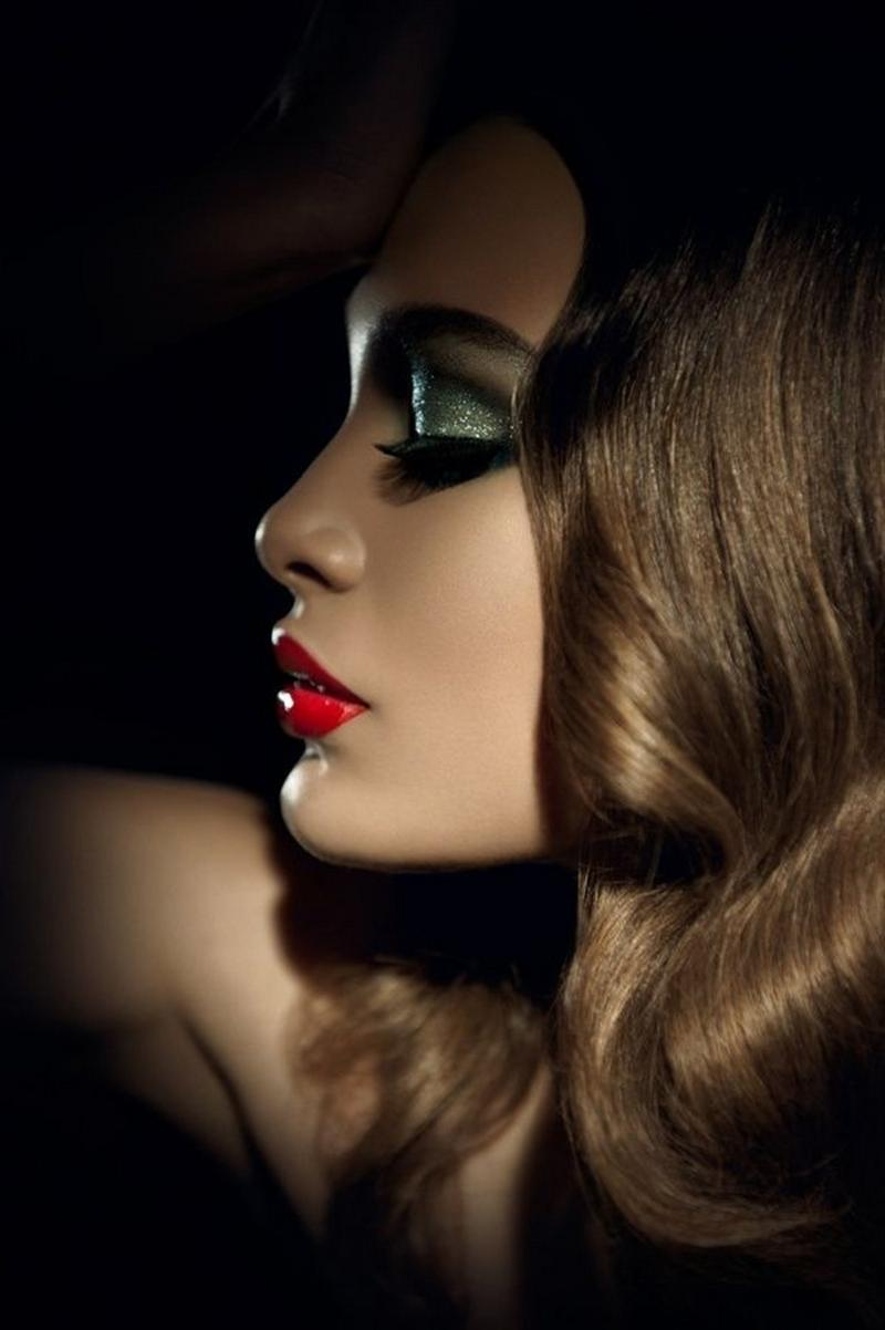 idea christmas makeup red lipstick glitter eye
