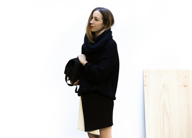 minimal style with skirt and scarf : www.dentelleetfleurs.com