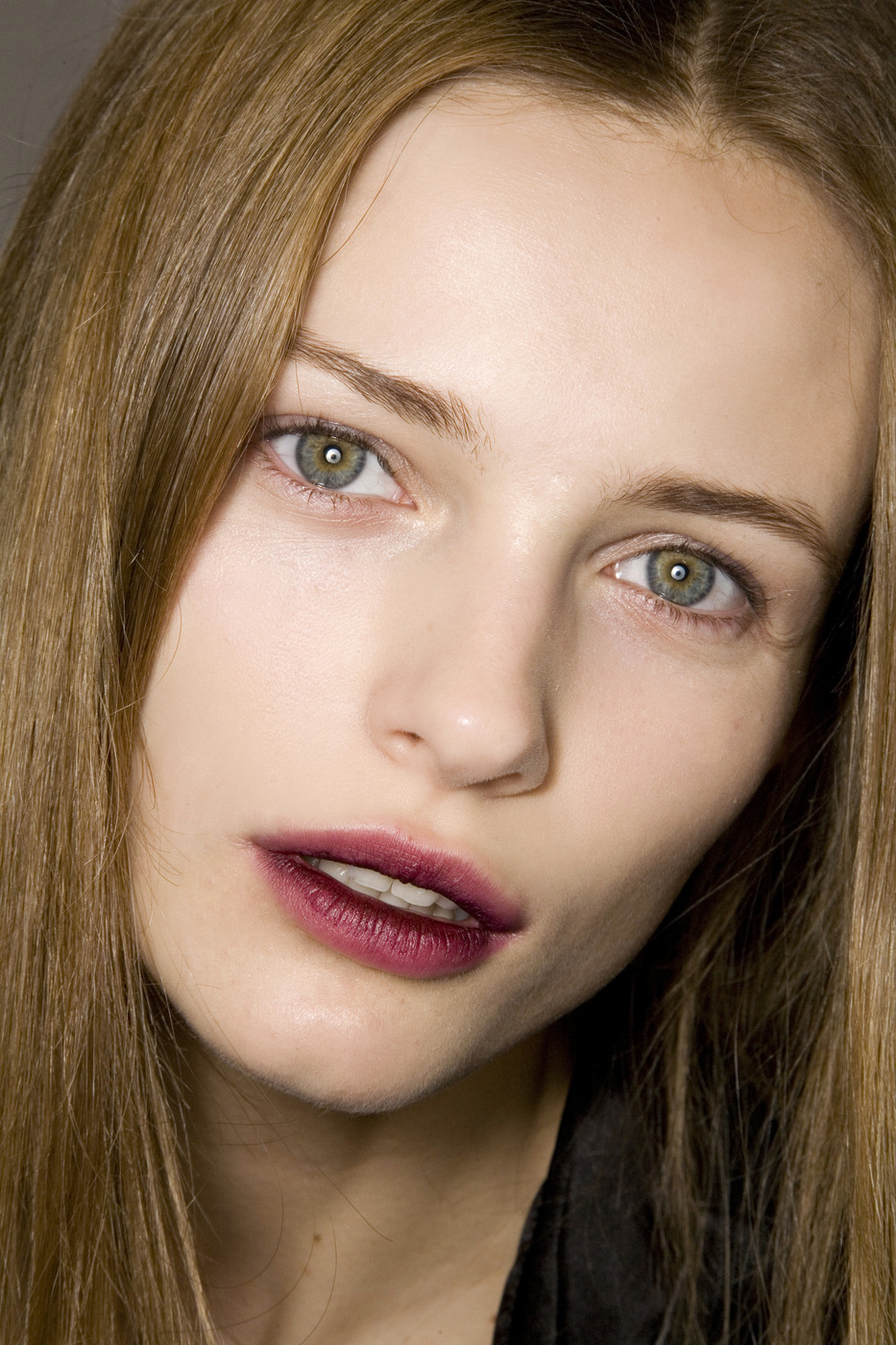 The New Way To Wear Your Lipstickdentelle Fleurs