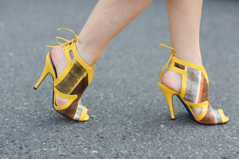 easy way to wear yellow ideas color of the season trend