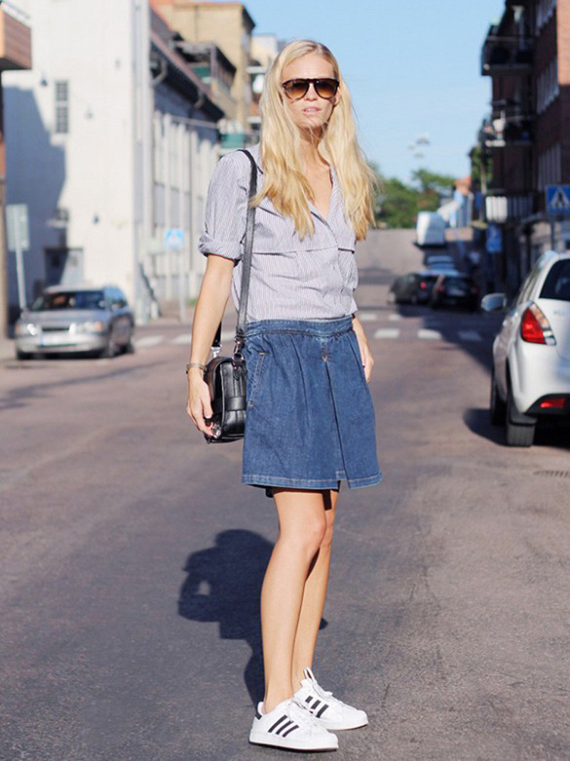 7a7c1b227 Ways to wear your denim mini skirt this springDentelle+Fleurs