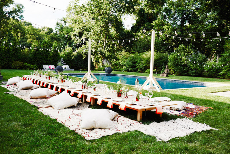 Our best ideas for hosting an outdoor partydentelle fleurs for Garden pool party ideas
