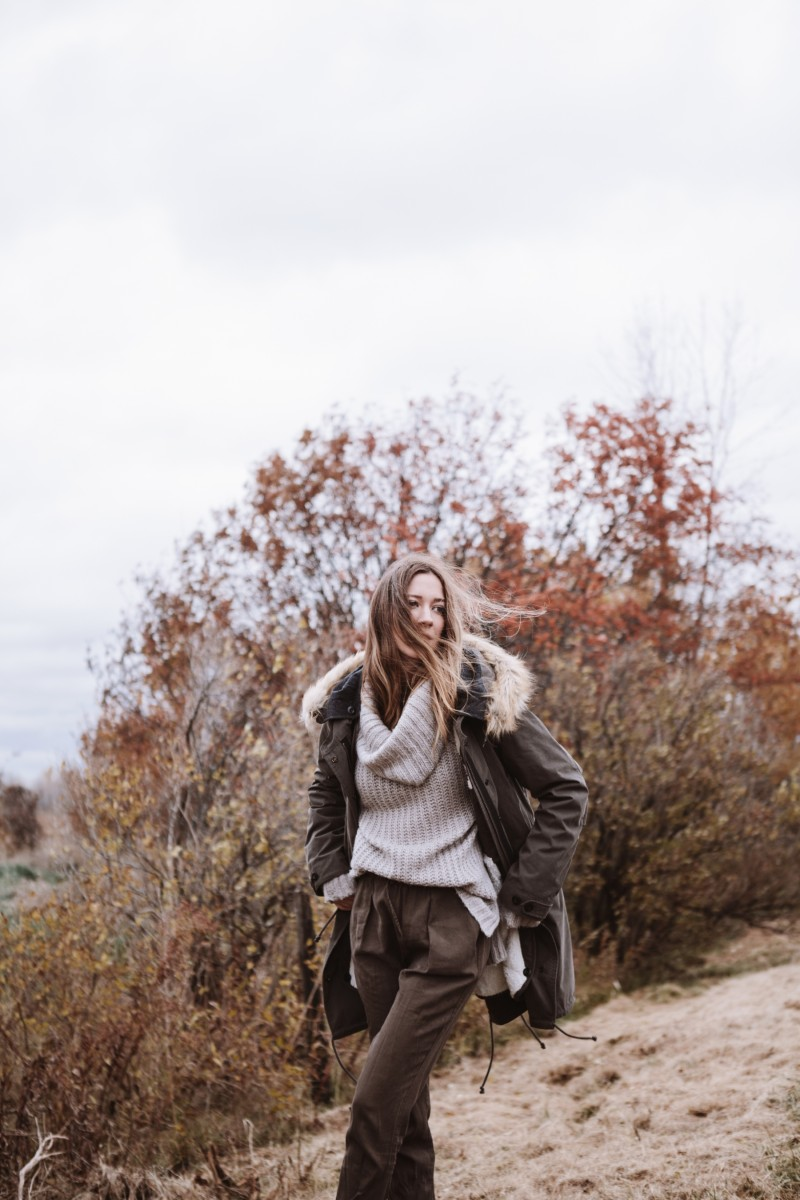 kaki parka outfit with neutral colours