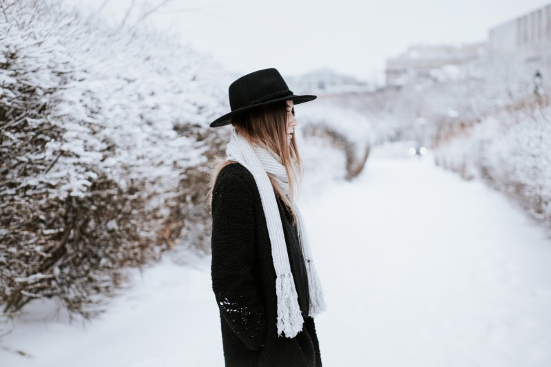outfit post winter with aritzia urban outfitters dentelleetfleurs.com