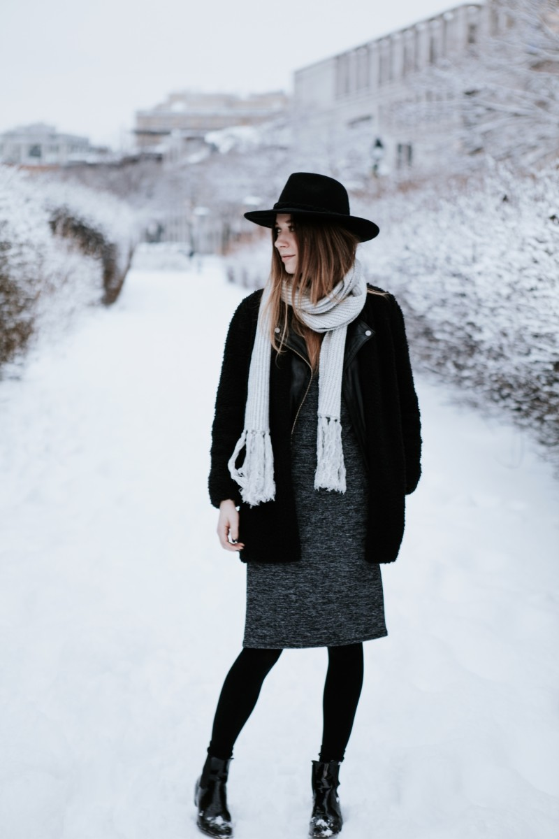 winter outfit post in snow dentelleetfleurs.com
