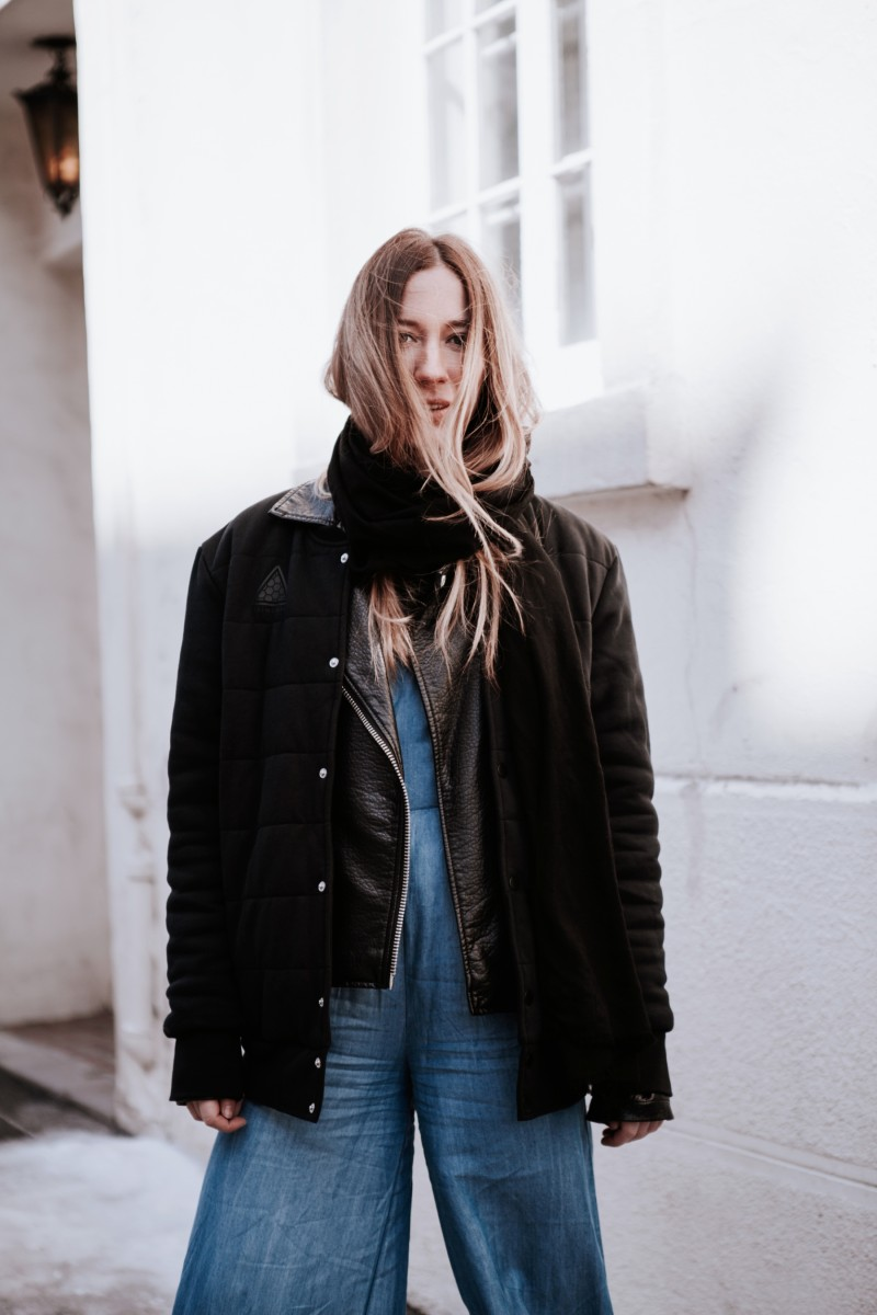 revolve clothing jumper & puma jacket fashion blogger