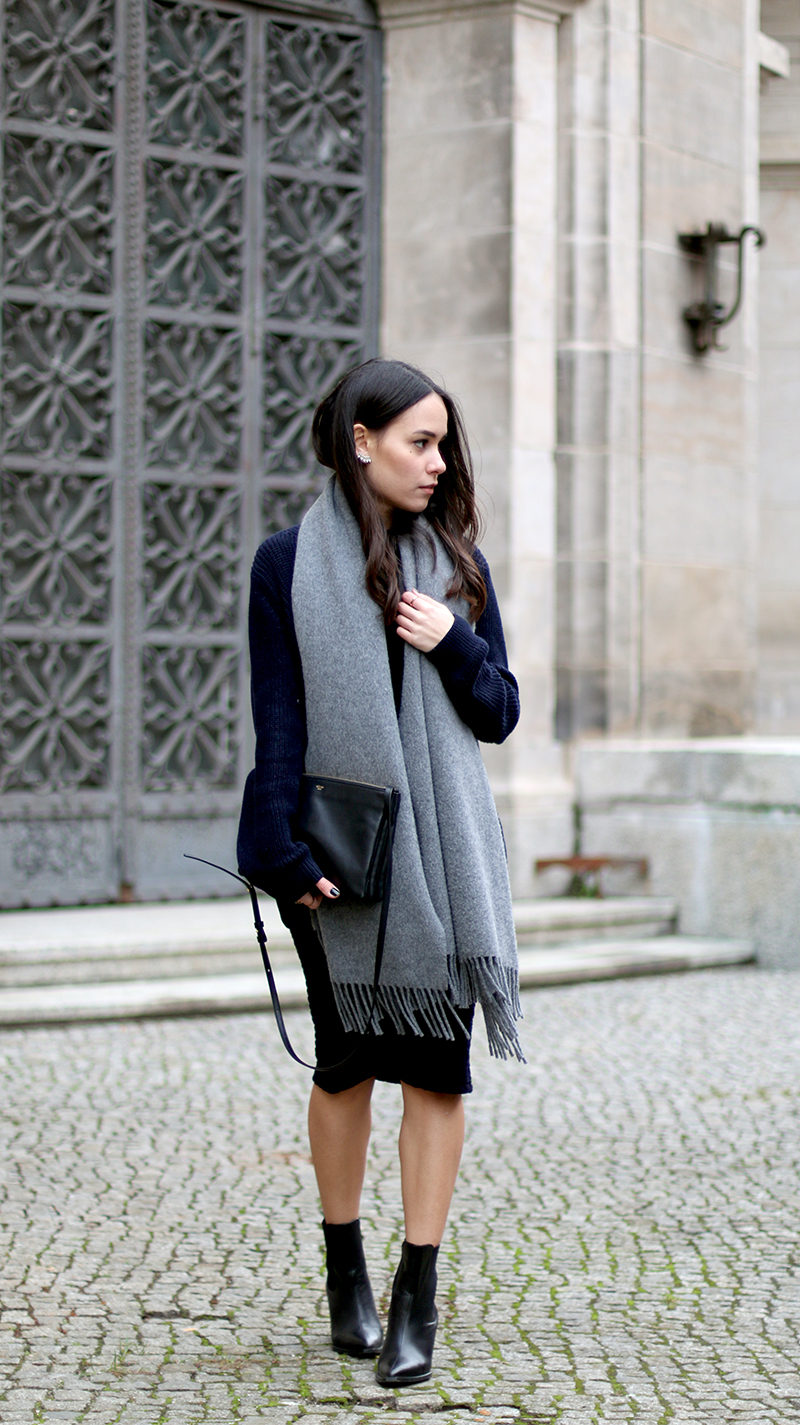 oversized_grey_scarf_fall
