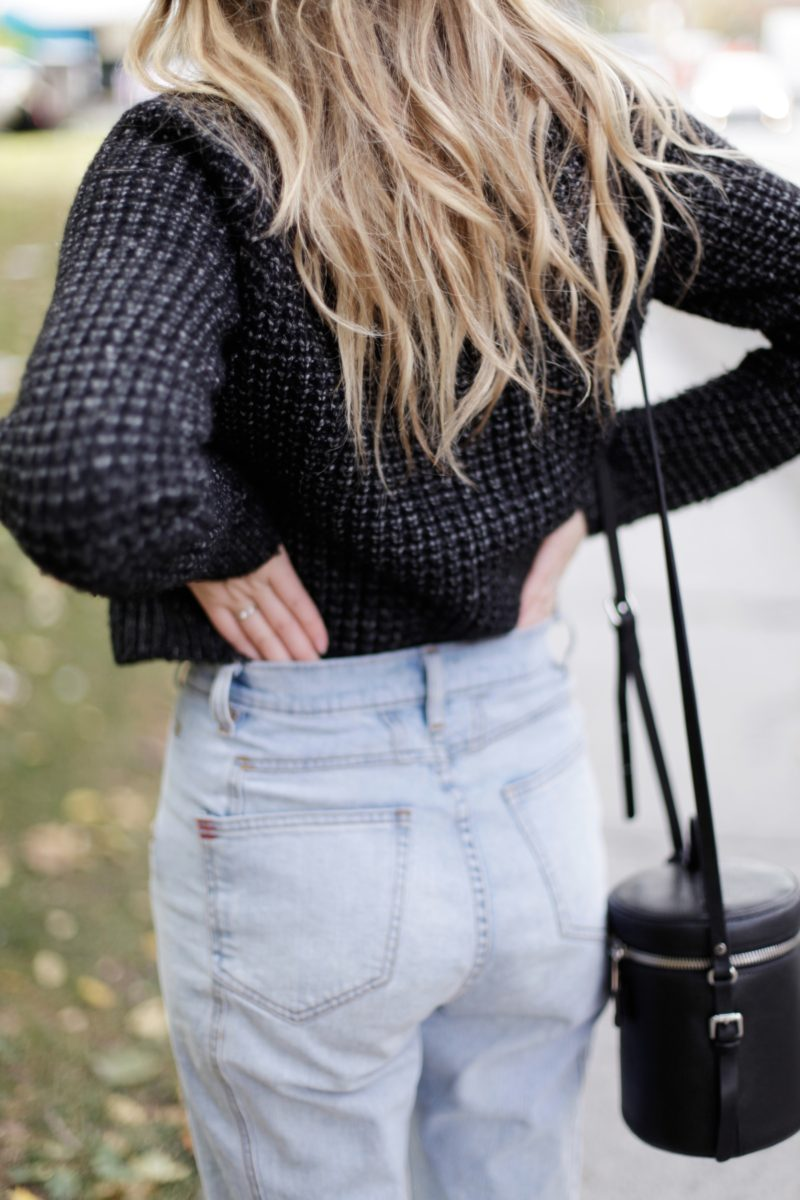 high-waisted-jeans-and-knit-outfit