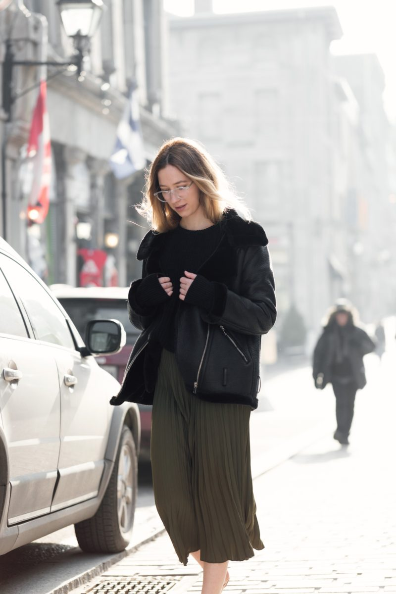style-blogger-montreal-aviator-jacket-pleated-skirt-transparent-glasses